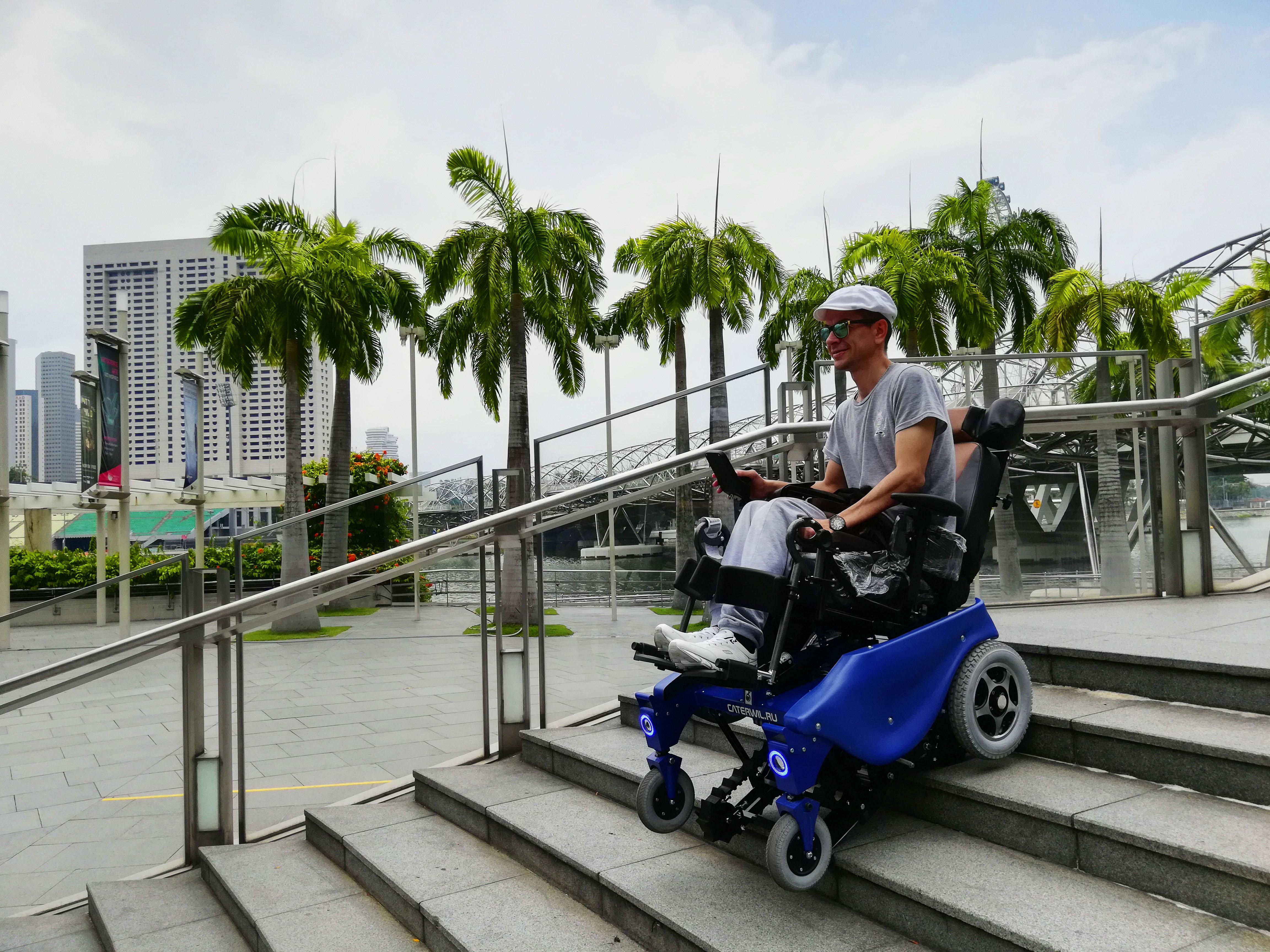 Ступенькоходная коляска Катэрвил в Сингапуре