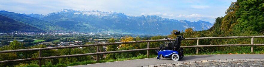 Коляска для инвалидов в горах
